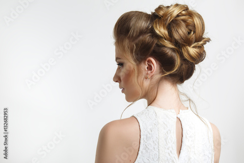 Fotobehang Kapsalon Elegant wedding hairstyle on a beautiful bride in profile.