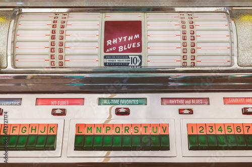 Zdjęcia Retro styled image of an old jukebox