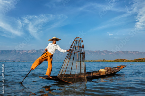 Poster  Traditional Burmese fisherman at Inle lake, Myanmar