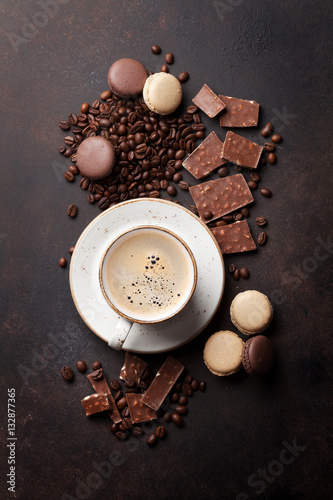 Staande foto Macarons Coffee cup, chocolate and macaroons on old kitchen table