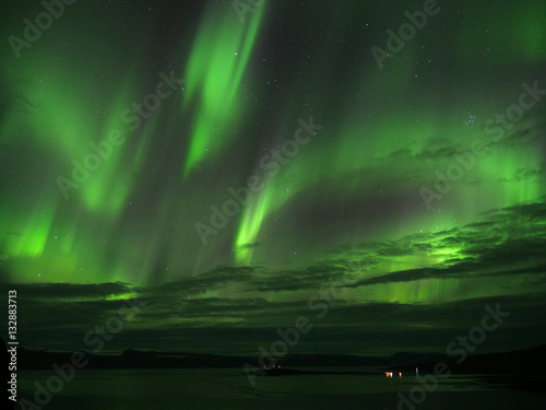 Aluminium Noorderlicht Nordlicht über dem Seyðisfjörður in den Westfjorden von Island