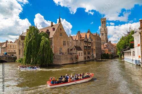 Tuinposter Brugge Canal in Bruges and Belfry tower