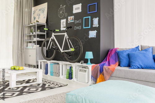 Poster Stylish living room with bike