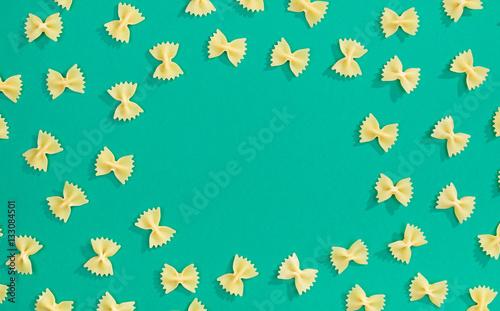 Frame from wheat pasta on green background © filistimlyanin1