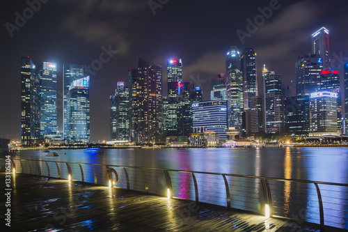 Poster Singapore panorama - harbor at night