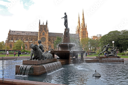 Poster Had ePark in Sydney with statues and fountains