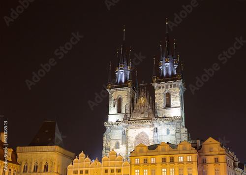 Poster Центральная площадь в Праге ночью. Собор Девы Марии.