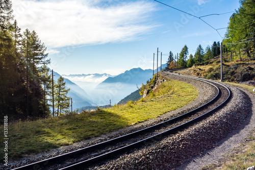 Papiers peints Voies ferrées Gleise der rhätischen Bahn, Graubünden, Schweiz