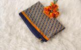 Pañuelo estampado de mujer con flores en color naranja