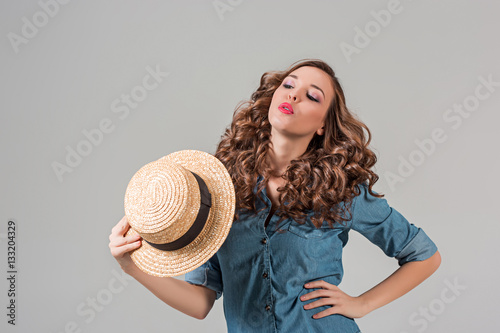 The girl in straw hat © master1305