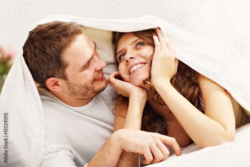 Poster Happy couple resting in bedroom