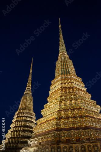 Poster Temple Wat Pho la nuit, Bangkok, Thaïlande