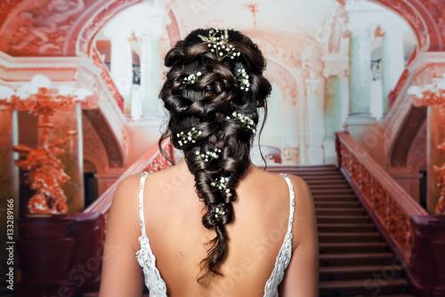 Foto op Aluminium Kapsalon Natürliches romantisches Make-up und Styling für eine Hochzeit