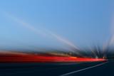 Autostrada con scie di luci