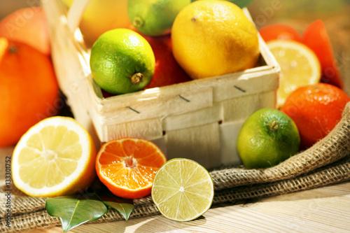 Leinwanddruck Bild Tropical fruits, Südfrüchte, Zitrusfrüchte, in Spankörbchen, Textraum, Copy space