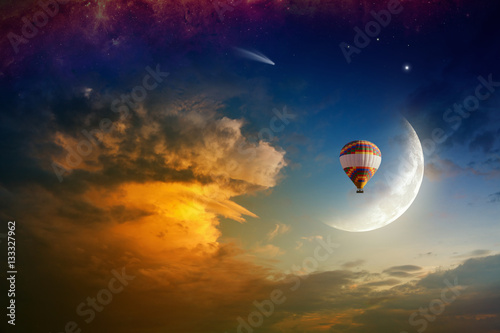 Foto op Canvas UFO Dream concept - hot air balloon in glowing sky with rising moon