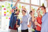 Studenten von Start-Up feiern Erfolg
