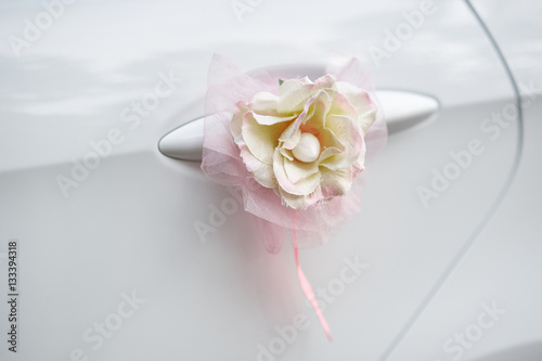 Poster flower decoration on the handle of a wedding car