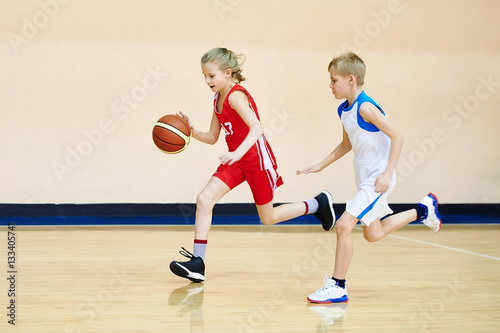 Plexiglas Basketbal Girl and boy athlete in uniform playing basketball