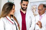 consulto e confronto tra medici di diverse età