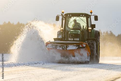 Poster Schneeräumung mit Traktor