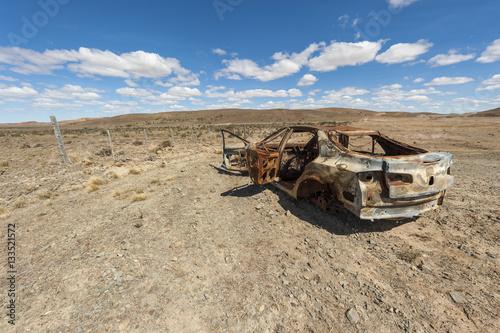 Poster Automobile abbandonata nel deserto della Patagonia
