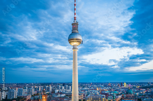 Foto op Aluminium Toronto Berlin TV tower illuminated in twilight, Germany