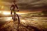Mountainbiker w okolicy