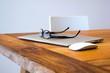 bureau,travail,lunette,vue,ordinateur,portable,stylo,smartphone