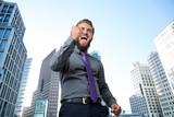 erfolgreicher Manager vor Bankenviertel - 133662341