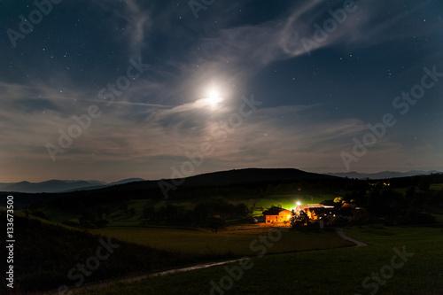 Poster Moderner Bauernhof in der Nacht
