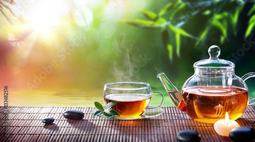 Filiżanka - Relaksuj się z gorącą herbatą w ogrodzie zen