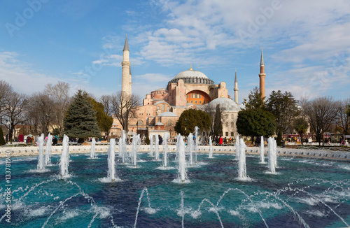 Poster Hagia Sophia (Ayasofya) museum and fountain view from the Sultan Ahmet Park in I