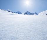 Gebirgslandschaft im Winter - 133803975