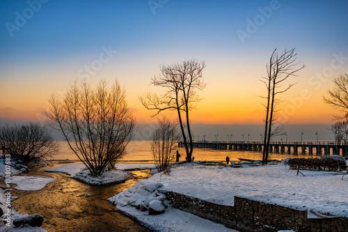 Zdjęcia na płótnie, fototapety na wymiar, obrazy na ścianę : Zimowy wschód słońca przy ujściu rzeki