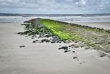 Stürmische See - Wellenbrecher an der Nordsee