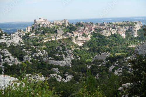 Poster au fond les Baux de Provence