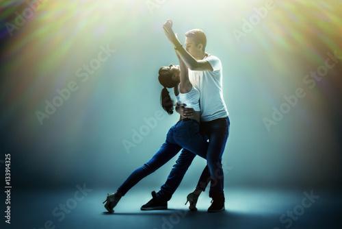 couple dancing social danse - 133914325