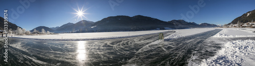Foto op Canvas Bergen Panorama Winter am Weissensee in Kärnten, Österreich