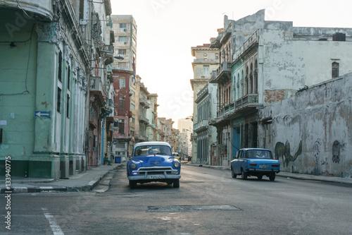 Fotobehang Havana La Havana, Cuba – December 25, 2016: street view from La Havana Center, dairy cuban life, travel general imagery