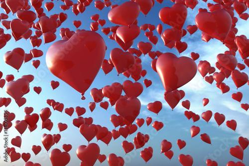 Himmel mit Luftballons in Herzform