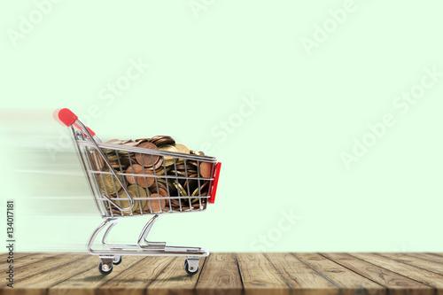 Poster Einkaufswagen mit Cent stücke.