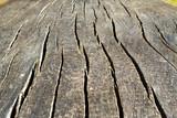vecchio tavolo di legno usurato