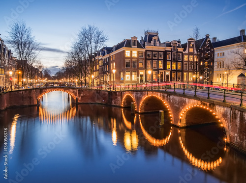 Fotobehang Amsterdam Amsterdam canals and bridges in the evening