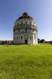 Battistero di Pisa - vista dal grande prato