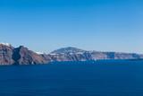 Santorini, Grecja, Oia - Widok na wyspę wulkaniczną wzdłuż horyzontu