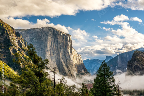 Poster Yosemite Valley at cloudy autumn morning