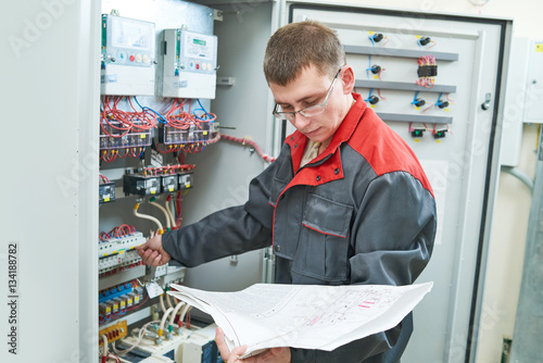 Poster Electrician with electric scheme project