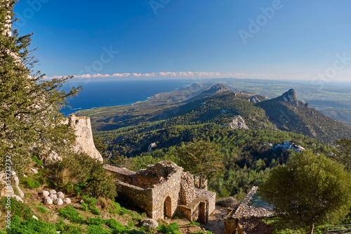 In de dag Cyprus View of Northern Cyprus mountains from Kantara castle