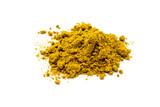 Currypulver isoliert auf weiß - 134257108